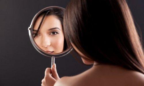 spogulis-sieviete-seja-deguns-sieviete-