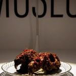 Музей омерзительной еды - место для людей с крепкими нервами. Он подает смузи из лягушки, шницель из вымени и сыр из клещей